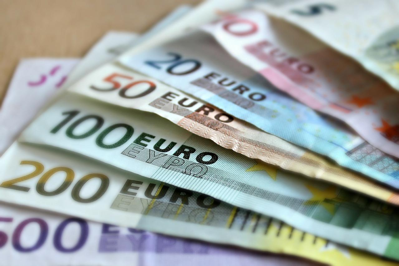 Qu'est-ce qui détermine la fluctuation des devises ?